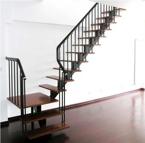 踏步板楼梯扶手等经常与人接触的部位相对其它构件寿